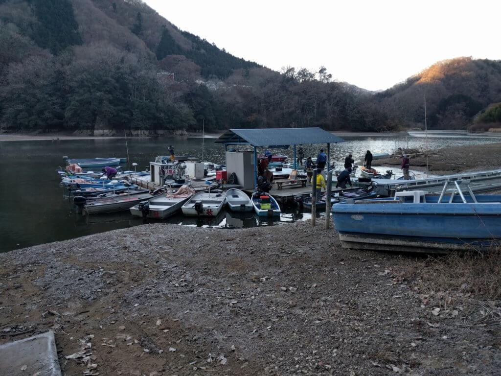 秋山川レンタルボート店