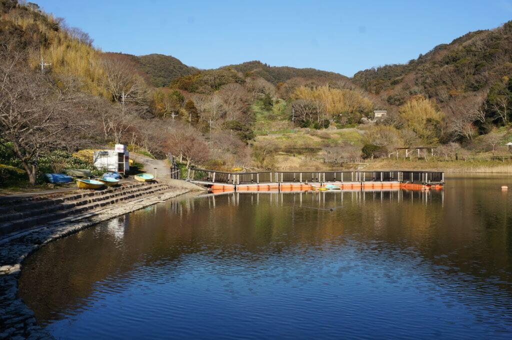 佐久間ダムのレンタルボート店