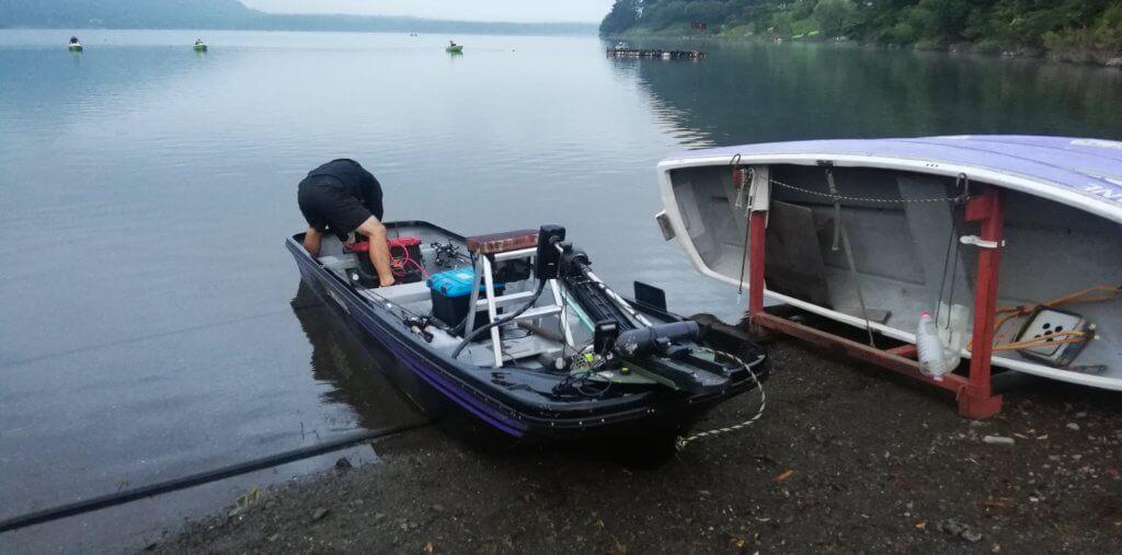 白根ボートで借りた14fのボート