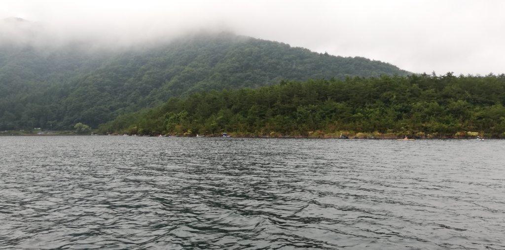 西湖最西端の岩盤エリア