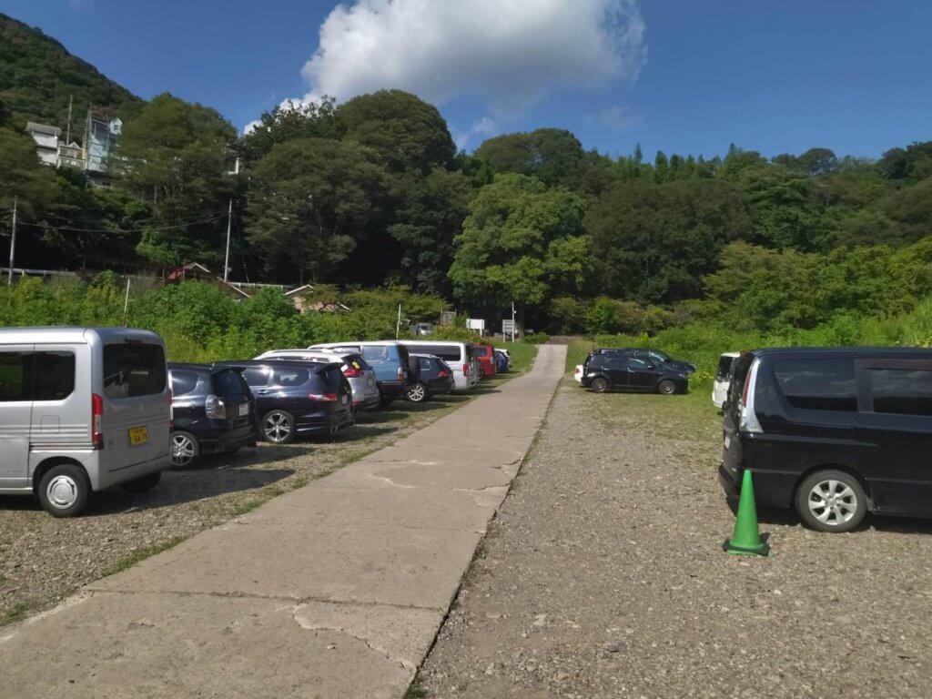 津久井観光の桟橋前駐車場