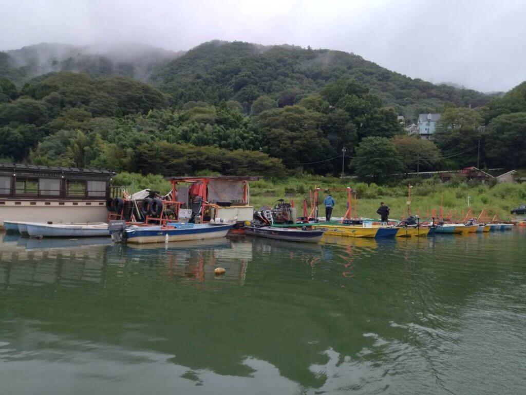 津久井観光から出船